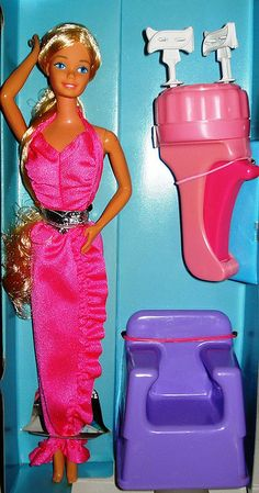 """Twirly Curls Barbie - Noch mehr geliebte alte Sachen - Twirly Curls Barbie – I didn't even remember having this until i saw the """"curling"""" tool -"""