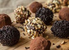 Σοκολατένια τρουφάκια από τον Άκη Πετρετζίκη | GlikesSintages.gr