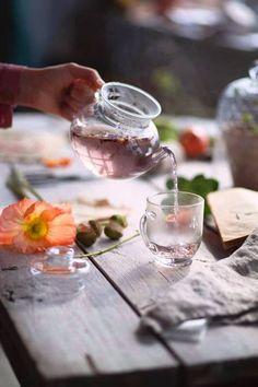 Untitled – Different kinds of natural tea Tea Art, Tea Infuser, My Tea, Kraut, High Tea, Afternoon Tea, Food Styling, Tea Time, Herbalism