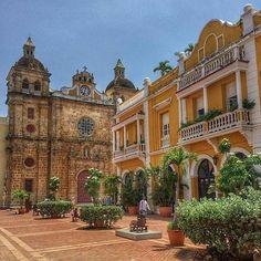 Se le conoció en un principio como Plaza de San Juan de Dios y luego Plaza de San Ignacio, nombre que fue reemplazado por el actual: Plaza SanPedro Claver.