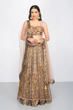 AKSHAY WADHWA Brown Layered Lehenga #flyrobe #weddings #indianbride #lehenga #sangeetlehenga #lehengacholi #designerlehenga Indian Bridal Wear, Indian Wedding Outfits, Indian Outfits, Indian Clothes, Wedding Reception Outfit, Reception Gown, Sangeet Outfit, Indian Gowns, Lehenga
