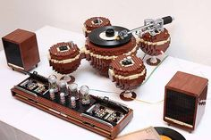 Korean LEGO enthusiast Hayarobi has created a fully functional turntable made almost entirely from LEGOs. Even the motor and battery box are LEGO brand; the only component not made from LEGO is the Audio-Technica phono cartridge Vinyl Record Player, Record Players, Vinyl Records, Vintage Lego, Mc Intosh, Van Lego, Lego Lego, Lego Car, Steampunk