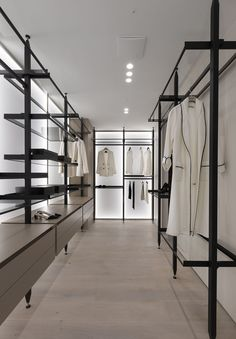 Bright glass surface walk-in closet Walk In Closet Design, Bedroom Closet Design, Closet Designs, Dressing Room Closet, Dressing Room Design, Walking Closet, Apartment Projects, Apartment Design, Apartment Interior