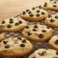 Sweet but Sugarless Chocolate Chip Cookies. Who can resist a chocolate chip cookie? You won't even need to try with this recipe using SugarLeaf™! Click image for the full recipe. Stevia Desserts, Stevia Recipes, Köstliche Desserts, Delicious Desserts, Dessert Recipes, Delicious Cookies, Healthy Cookies, Healthy Desserts, Dinner Recipes