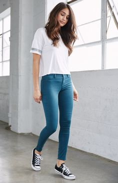 Here is Jeggings Outfit Ideas Pictures for you. Jeggings Outfit Ideas 6 ways to style jeggings with tops the good look book. Teen Fashion Outfits, Look Fashion, Trendy Fashion, Girl Fashion, Girl Outfits, Fashion Ideas, Casual College Outfits, Cute Casual Outfits, Simple Outfits