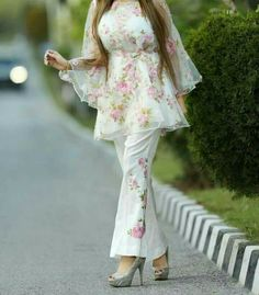 Frock fashion - Beautiful white dress with purple and green embroidery pakistaniclothesonline mominaislam com mominaislam mi whitedress frockstyle causallook Beautiful Pakistani Dresses, Pakistani Dresses Casual, Indian Gowns Dresses, Indian Fashion Dresses, Pakistani Dress Design, Indian Designer Outfits, Indian Outfits, Casual Dresses, Pakistani Designer Clothes
