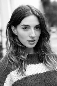 María Valverde pictures and photos Big Nose Beauty, Hair Beauty, Big And Beautiful, Beautiful Eyes, Hooked Nose, Img Models, Foto Pose, Black And White Portraits, Celebrity Look