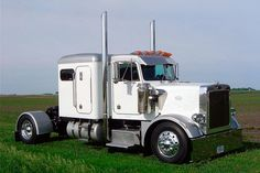 1979 Peterbilt 359.. I think single axle drive trucks like this just don't quite look right..
