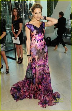 Sarah Jessica Parker: CFDA Tribute to Alexander McQueen! | sarah jessica parker cfda fashion awards 2010 05 - Photo
