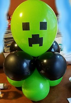 Super easy and cute Minecraft balloon centerpiece Minecraft Birthday Cake, Minecraft Cake, Minecraft Crafts, Minecraft Skins, Minecraft Party Decorations, Birthday Party Decorations, Party Favors, 6th Birthday Parties, Birthday Diy