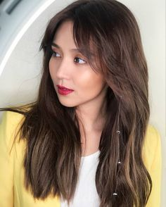 her bangs looks so good on her ✨ ; Filipina Actress, Filipina Beauty, Kathryn Bernardo Hairstyle, Daniel Padilla, Hair Color And Cut, Long Bob, New Hair, Hair Pins, Asian Beauty