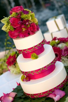 this for cake/cupcakes color/style bold but not over the top . cupcakes with a small cake Beautiful Wedding Cakes, Gorgeous Cakes, Pretty Cakes, Cupcakes, Cupcake Cakes, Gâteau Angry Birds, Fuschia Wedding, Green Wedding, Wedding Flowers