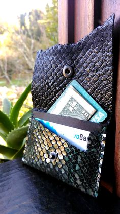 Mermaid leather cardholder- Scales embrassed leather Each handcrafted products are made from Portuguese leather Leather Gifts For Her, Painting Leather, Handmade Leather, Portuguese, Mermaid, Card Holder, Wallet, Products, Rolodex