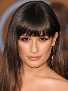 The Best (and Worst) Bangs for Square Face Shapes - Beauty Editor: Celebrity Beauty Secrets, Hairstyles & Makeup Tips Haircut For Square Face, Square Face Hairstyles, Bangs For Round Face, Face Shape Hairstyles, Hairstyles With Bangs, Straight Hairstyles, Long Faces, Medium Hair Cuts, Straight Hair