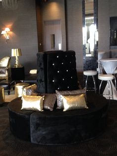 The black retro full set with gold features is a perfect touch to any wedding! By Rocket Event Services