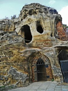 City of Caves is a visitor attraction in Nottingham, England which consists of a network of caves, carved out of sandstone, that have been variously used over the years as housing for the poor, a tannery, public house cellars, and as an air raid shelter.  Nottingham Cave Houses by duncanh1