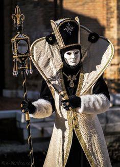 Carnaval Venise Album 2 Masques Costumes | page 26 Venetian Costumes, Venice Carnival Costumes, Venetian Carnival Masks, Carnival Of Venice, Venetian Masquerade, Masquerade Costumes, Masquerade Ball, Halloween Costumes, Venice Carnivale