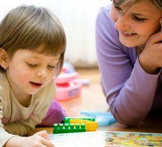 Matriculou seu filho numa nova escola? Veja como ajudá-lo a lidar com as dificuldades dos primeiros dias de aula e tornar a adaptação um processo tranquilo.