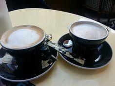 Deux cafe au lait