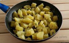 Ecco le patate saltate in padella con cipollotti, un contorno semplice ma molto gustoso.