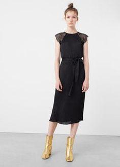 Плиссированное платье с кружевом