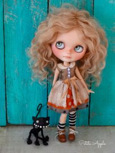 Blythe doll outfit *Two peeking kitties* decadent vintage style dress