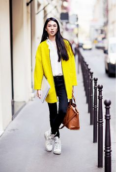 The popping yellow livens up the ensemble. // #StreetStyle