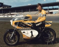 Kenny Roberts AMA Motorcycle Museum Hall of Fame Kenny Roberts Street Motorcycles, Old School Motorcycles, Yamaha Motorcycles, Motorcycle Museum, Motorcycle Racers, Valentino Rossi, Grand Prix, Gp Moto, White Motorcycle