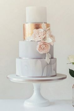 Gorgeous marble / rose gold / rose wedding cake #roses #wedding #rosebeauty