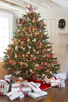 9f3edde2 30 Decorated Christmas Tree Ideas - Pictures of Christmas Tree Inspiration  White Christmas Tree With Red
