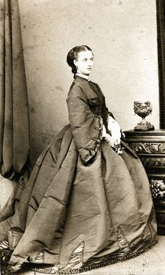 Victorian Elite Fashion – Charming Vintage Photos Show Rich Girls in the UK from the 1840s-60s