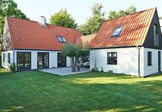 """To fløje med ny """"mellemgang"""" Old Houses, Building Design, House Colors, Home Projects, Interior Architecture, Bungalow, Interior Decorating, New Homes, Home And Garden"""