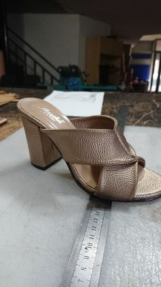 Mule Sandals, Flat Sandals, Women's Shoes Sandals, Leather Sandals, Heels, Fat Face, Divas, Beautiful Men, Heeled Mules