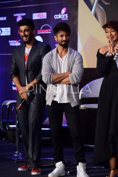 Sonakshi Sinha, Shahid Kapoor, Arjun Kapoor and Hrithik Roshan, along with Anil Kapoor attended the IIFA 2015 presscon in Mumbai today. The B-town stars were seen having a blast at the event, and putting up a good show for the media present there. Check out the pics as the hotties of Bollywood interacted with the press and revealed many details about this award show.