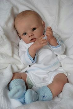 Charlie reborn from the Krista sculpt by Linda Murray. Life Like Baby Dolls, Life Like Babies, Real Baby Dolls, Realistic Baby Dolls, Cute Baby Dolls, Bb Reborn, Reborn Toddler, Toddler Dolls, Reborn Dolls