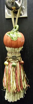salt and pepper shaker tassel