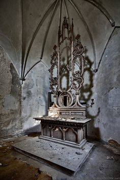Altar in abandonment