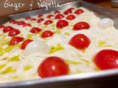 Focaccia Genovese: croccante e saporita. Foccacia Recipe, Arancini, Nigella, Naan, Sausage, Pizza, Pudding, Olive, Cooking