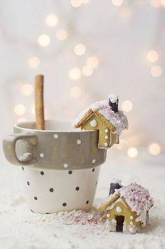 Litri di caffè e vetrina illuminata, Design Invaders è aperto anche di Domenica nel mese di Dicembre. Veniteci a trovare!!;-)