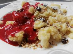 Flaumiger Grießschmarrn mit fruchtiger Erdbeersauce Risotto, Mashed Potatoes, Oatmeal, Bakery, Cheesecake, Food And Drink, Breakfast, Ethnic Recipes, Desserts