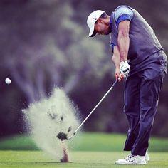 Now that's ball compression! #golf #instagolf #instagolfer #tigerwoods #golfswing #instalike #instagood ⛳️☀️