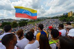 """En la jornada de este miércoles, miles de venezolanos opositores salieron nuevamente este miércoles a las calles en la llamada """"Toma de Venezuela"""" para pedir el revocatorio contra el presidente."""