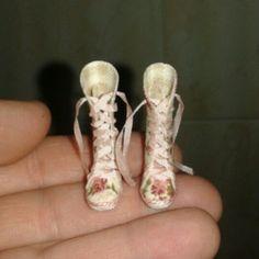 New boots dollhouse esc 1:12