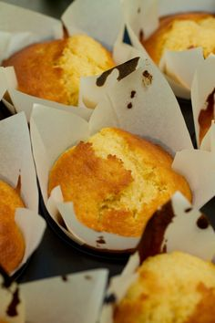 Muffins the portuguese way (Queques) - Portugal Portuguese Desserts, Portuguese Recipes, Portuguese Food, Portuguese Tarts, Muffin Recipes, Cupcake Recipes, Cupcakes, Cupcake Cakes, Good Food