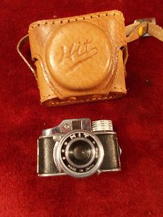 OLD VINTAGE 1950'S CLASSIC MINIATURE MINI HIT 'SPY' CAMERA WITH CASE AND FILM!!!
