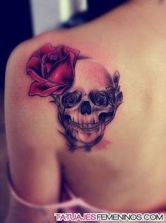 tatuajes de rosas para mujeres en el hombro 6