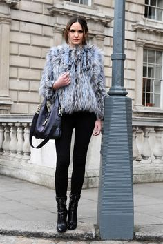 This look is simple but so chic!
