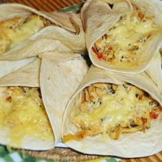 Hamburger, Quesadilla, Kfc, Ravioli, Pizza, Street Food, Meat Recipes, Tacos, Food And Drink
