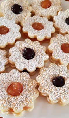 Ma a kedvenc aprósüteményem készült, a gyorsan puhuló, könnyen elkészíthető linzer! - Egyszerű Gyors Receptek Christmas Desserts, Christmas Cookies, Mouse Recipes, Cake Recipes, Dessert Recipes, Gooey Cookies, Hungarian Recipes, Gingerbread Cookies, Food To Make