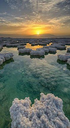 El Mar Muerto es un prodigio de la naturaleza, un lugar de inigualable belleza y singularidad. No hay un lugar similar en el mundo. Un lugar de sobrecogedora e inspiradora belleza tal y como se pue…